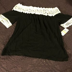 INC black and white top size Med. NWT